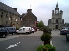Eglise Saint-Jean-Baptiste -   La mairie et l\'église de Lézardrieux Mai 2006  Michel LEFF