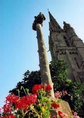 Eglise Saint-Emilion - Brezhoneg:   Logivi-Plougraz. Kalvar an iliz. 2