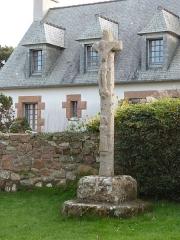 Calvaire, à Ploumanac'h, dans l'enclos de la chapelle Saint-Guirec - Français:   Calvaire placé à proximité de la chapelle Saint-Guirec, à Ploumanac\'h (Perros-Guirec)