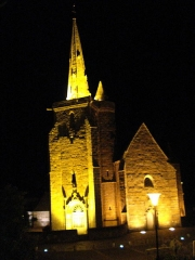 Chapelle de Notre-Dame de la Clarté - English: Chapel of Notre-Dame de la Clarté in Perros-Guirec, illuminated for the vigil of the Assumption (August 15, 2010).