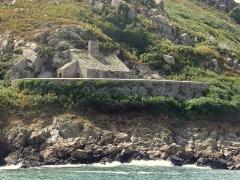 Fort de l'île aux Moines, dans l'archipel des Sept-Iles - Devant l'embarcadère