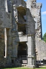 Château de la Hunaudaye - Deutsch: Reste des Treppenhauses in der Burgruine La Hunaudaye, Frankreich
