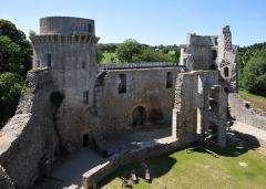 Château de la Hunaudaye - Deutsch: Innenansicht der nordwestlichen Seite der Burgruine La Hunaudaye, Frankreich