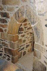 Château de la Hunaudaye - Deutsch: Reliefs mit religiösen Motiven in der Burgruine La Hunaudaye, Frankreich