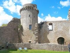 Château de la Hunaudaye - Français:   Vue de la cours intérieure du château de la Hunaudaye à Plédéliac dans les Côtes d\'Armor.