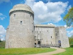 Château de la Hunaudaye - Français:   Façade principale du château de la Hunaudaye à Plédéliac dans les Côtes d\'Armor.