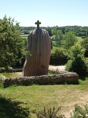 Menhir dit de Saint-Duzec -  Menhir de St. Uzec; Mégalith; Hinkelstein (auch ein schöner Rücken....)