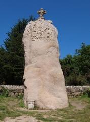 Menhir dit de Saint-Duzec -  Menhir de St. Uzec; Mégalith; Hinkelstein