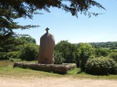 Menhir dit de Saint-Duzec -  Menhir von St. Uzec; Hinkelstein