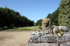 Château de Caradeuc (également sur communes de Longaulnay (35) et Saint-Pern (35)) - English: Lion statue located in the parc of Caradeuc in Plouasne, France.