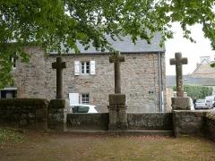 Chapelle Saint-Gonéry et cimetière - Le calvaire vu depuis la chapelle Saint-Gonéry (Plougrescant)