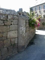 Eglise Saint-Dogmaël, calvaire et clôture du cimetière - Brezhoneg: Ploulec'h. Iliz. 27