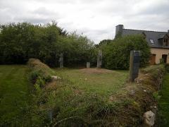Croix monolithe - Français:   L\'enclos d\'Alain Barbetorte à Plourivo avec ses deux croix médiévales