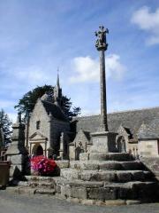 Ensemble architectural formé par l'église Saint-Sylvestre, l'ossuaire, le calvaire et la clôture du cimetière - Brezhoneg: Plouzelambr. Kalvar. 34