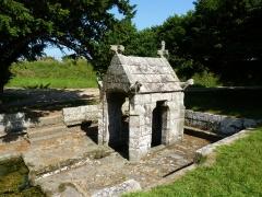 Fontaine Saint-Sylvestre - Français:   Fontaine du 16ème siècle en forme d\'oratoire.
