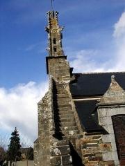 Eglise Saint-Hervé et son placître - Brezhoneg: Kemperven. Iliz. Skalier war an tour