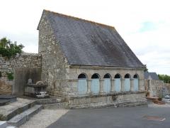 Restes de l'église Saint-Thuriau - Français:   Ossuaire du 17ème siècle