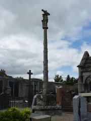 Restes de l'église Saint-Thuriau - Français:   Croix du 15ème siècle