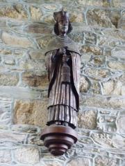 Ancien évêché, actuellement presbytère, mairie et hôtel de ville -  Tréguier, mairie: statue de saint Yves