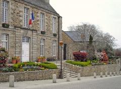Ancien évêché, actuellement presbytère, mairie et hôtel de ville - Français:   Hôtel de ville de Tréguier (Côtes-d\'Armor, France).