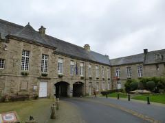 Ancien évêché, actuellement presbytère, mairie et hôtel de ville -  treguier