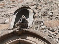 Couvent des Augustines (ancien Hôtel-Dieu) - Français:   Niche avec statue au-dessus du portail de la chapelle du couvent des Augustines (Tréguier)
