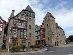 Maison à pans de bois - English: Entrance to the town of Tréguier