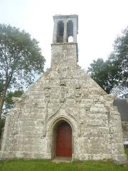 Chapelle Saint-Sébastien de Guernilis - Français:   Briec: la chapelle Saint-Sébastien de Garnilis, façade. La chapelle date du XVIème siècle.