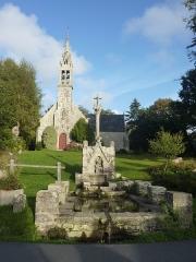 Fontaine et calvaire du Dreneck - Français:   La chapelle et le calvaire-fontaine du Drennec en Clohars-Fouesnant (Finistère)