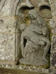 Fontaine et calvaire du Dreneck - Français:   La piétà du calvaire-fontaine de la chapelle du Drennec en Clohars-Fouesnant (Finistère)