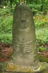 Chapelle et fontaine Notre-Dame des Fontaines -  An ancient fertility (Celtic?) stele, near the fountain of the Daoulas Abbey.