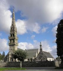 Chapelle Sainte-Nonne - Français:   Façades occidentales des chapelle et église Sainte-Nonne de Dirinon (29).