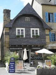 Maison - Français:   Maison sise 5 Place des Fusillés et Résistants au Faou (29).