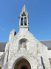 Eglise Notre-Dame d'Izel Vor - La Forêt-Fouesnant: l'église paroissiale Notre-Dame d'Izel-Vor: la façade (XVIème siècle)