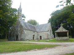 Chapelle de Saint-Cado ou Saint-Cadou - Français:   Gouesnach: la chapelle Saint-Cadou et son placître