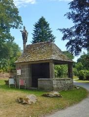 Chapelle de Saint-Cado ou Saint-Cadou - Français:   Gouesnach: chapelle Saint-Cadou, oratoire de Saint-Herbot, le second patron de la chapelle.