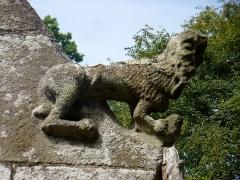 Chapelle de Saint-Cado ou Saint-Cadou - Français:   Gouesnach  chapelle Saint-Cadou, animal sculpté (XVIe siècle)