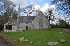 Chapelle de Saint-Cado ou Saint-Cadou - Français:   16ème siècle - classée monument historique  + calvaire du 17ème siècle  + fontaine du 16ème siècle