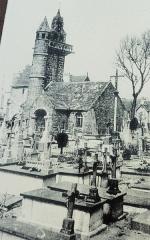 Eglise Saint-Maudez - Français:   Henvic: la vieille église avant sa destruction partielle vers 1900 (donc photo de la fin du XIXe siècle)