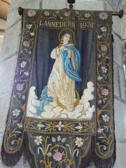 Eglise Saint-Edern -  Lannédern: église Saint-Edern, bannière de procession