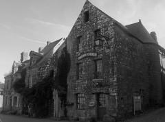 Place de l'Eglise -  Librairie Celtique, Locronan, Finistère