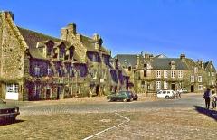 Place de l'Eglise - Français:   Place centrale du village de Locronan. Finistère