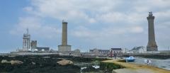 Tour et chapelle Saint-Pierre - Français:   Les quatre tours de la pointe de Penmarc\'h (Finistère, Bretagne, France). De gauche à droite: le sémaphore, la tour de la chapelle Saint-Pierre, le vieux phare et le phare d\'Eckmühl.