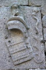 Ruines de la tour de Saint-Guénolé -  Panneau de chalutier - chalut de fond. Bretagne  Penmarc'h, Finistère