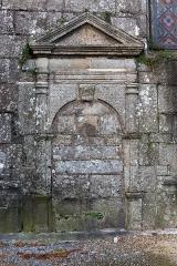 Eglise Saint-Pierre et chapelle funéraire - Brezhoneg: Iliz Sant-Pêr Pleiber-Krist.