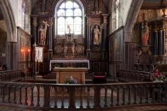 Eglise Saint-Pierre et chapelle funéraire - Brezhoneg: Iliz Sant-Pêr Pleiber-Krist: an aoter-vras.