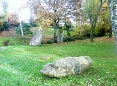 Trois menhirs - Français:   Plomelin: les menhirs de Pont-Menhir