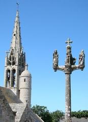 Eglise Saint-Gorgon -  Eglise et calvaire de Plovan (16ème siècle), Finistère.