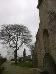 Eglise Saint-Demet -  Finistere Plozevet Eglise Porche Menhir