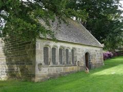 Eglise Saint-Pierre de Quimerch - Français:   L\'ossuaire du vieux bourg de QUIMERC\'H près des ruines de l\'église.
